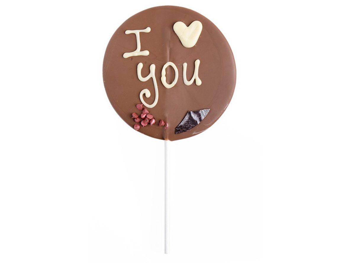 שוקולד על מקל בכיתוב אני אוהב אותך